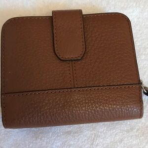 COACH: NWT Beautiful, classic bifold wallet